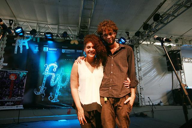 Luna Vitrolira, em primeiro lugar, e Rildo de Veras, com o segundo, foram os vencedores da Peleja Poética. Foto: Otávio de Souza/Secult-PE